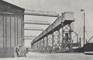 Конвейер (эстакада) при элеваторе в коммерческом порту. Построена в 1906 году.