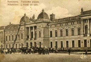 Учения Николаевских пожарных у здания Горуправы